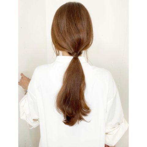 シンプルでゆるい前髪なし一つ結び