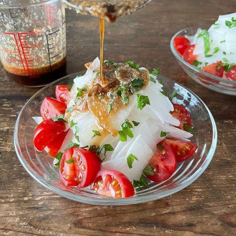 鮮やか副菜♡ごま油香る大根とトマトのサラダ