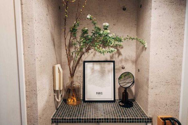 狭いスペースをフル活用の飾り棚レイアウト