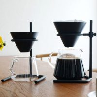 磁器製の「【KINTO】ブリュワースタンドセット」。本格的なコーヒーが楽しめる!