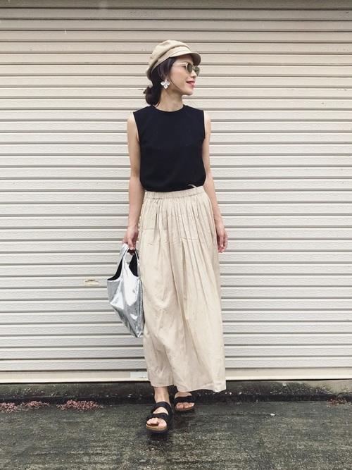 ベージュキャスケット×スカートの夏コーデ