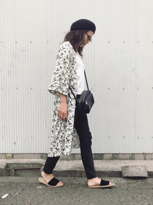 白花柄GUワンピース×黒パンツの夏コーデ