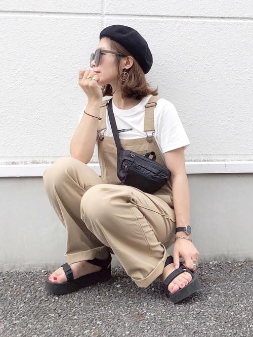 GUベージュサロペット×白Tシャツの夏コーデ
