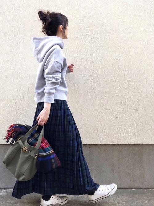 ZARAパーカー×紺スカートの冬コーデ
