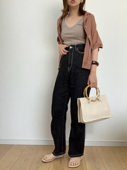 茶色GUシャツ×黒デニムの夏コーデ