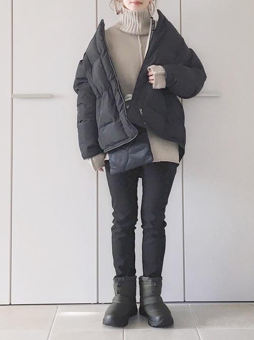 GU黒スキニー×ダウンジャケットの冬コーデ
