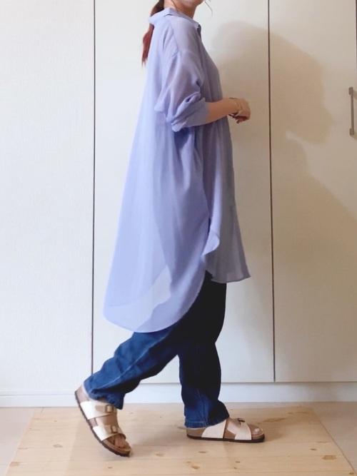 紫GUシャツ×プリーツデニムパンツの夏コーデ