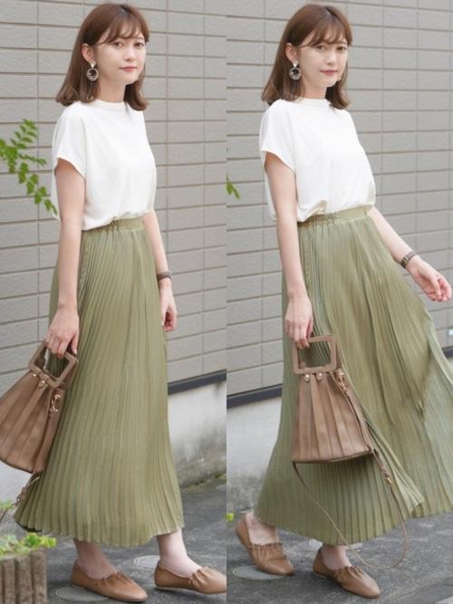 ユニクロ白トップス×緑スカートの夏コーデ