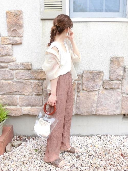 ベージュGUシャツ×ピンクパンツの夏コーデ