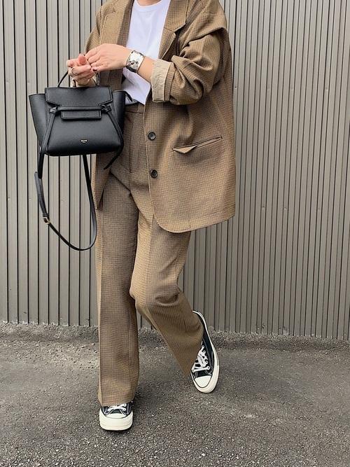 茶色ジャケット×セットアップの30代秋コーデ