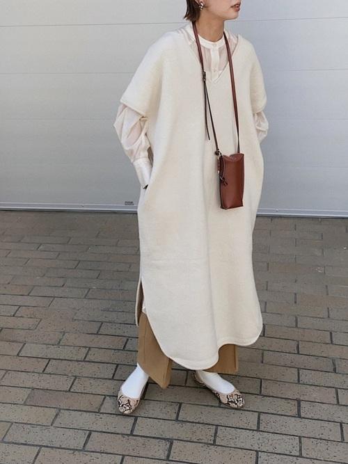 白ワンピ×シアーシャツの30代秋コーデ