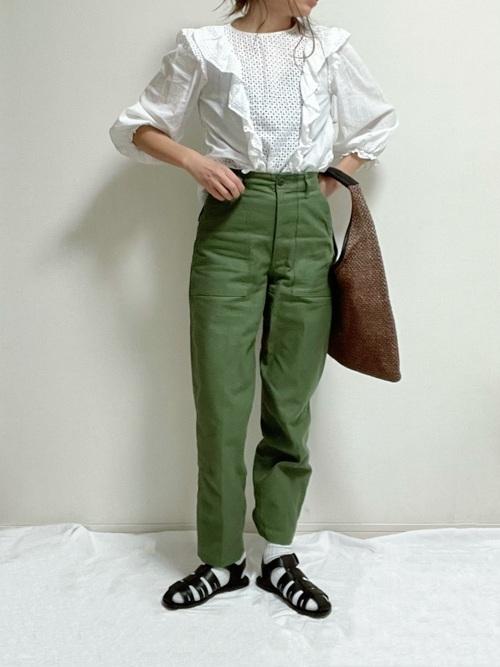 白ZARAレースブラウス×緑パンツの春コーデ