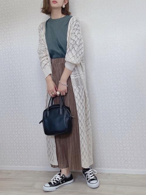 GU茶色スカート×カーディガンの夏コーデ