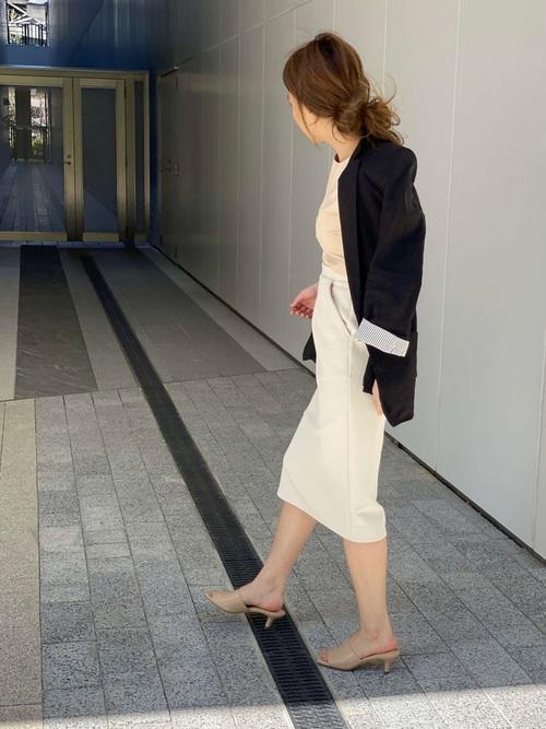 ユニクロタイトスカート×ジャケットの夏コーデ