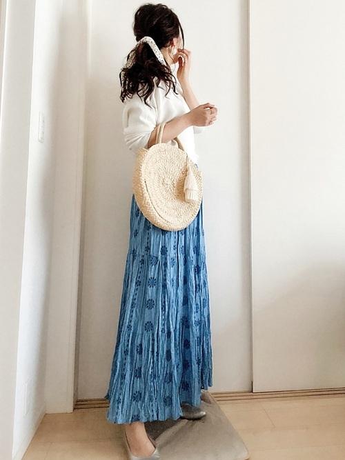 ZARA青スカート×白トップスの夏コーデ