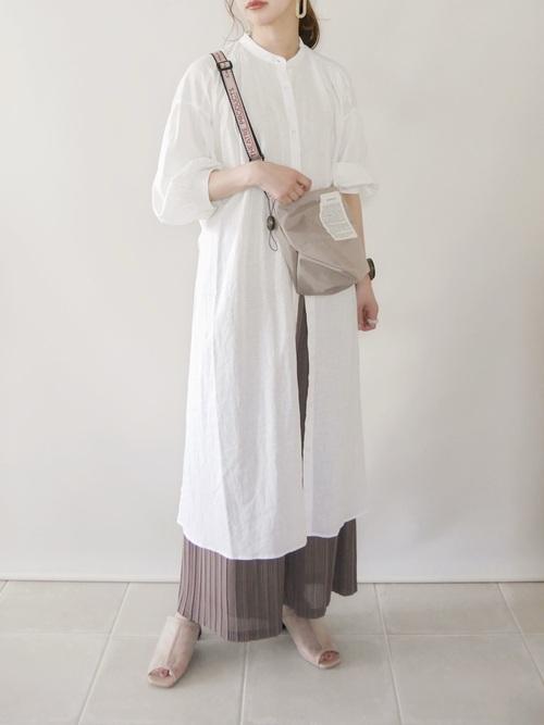 GU白ワンピース×プリーツパンツの夏コーデ