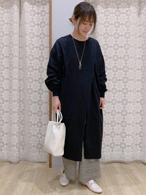 ベージュローファー靴×レースパンツコーデ
