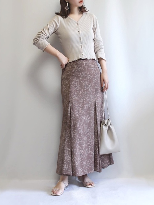 GUリブカーディガン×柄スカートの春コーデ