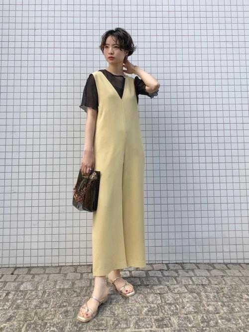 大人女性におすすめの黄色コーデ