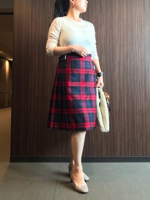 ベージュ靴×チェック柄タイトスカートコーデ