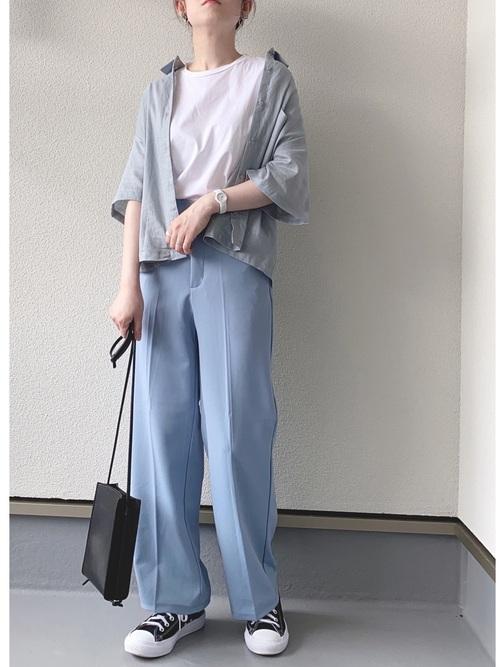 水色GUシャツ×ブルーパンツの夏コーデ