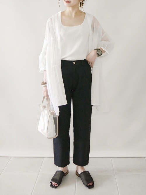 GUの白シアーティアードシャツ