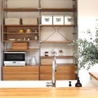 キッチンの背面収納は無印にお任せ。家具やボックスを使った便利なアイデア実例