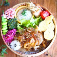 茶色一色になりやすい生姜焼き弁当の詰め方をご紹介。彩りよく盛り付けるコツ14個