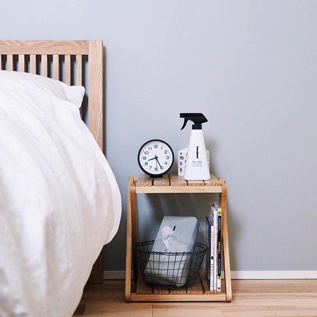 ベッドサイドのインテリアと収納2
