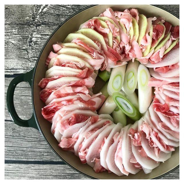 旬野菜が美味しい♪大根ミルフィーユ鍋レシピ
