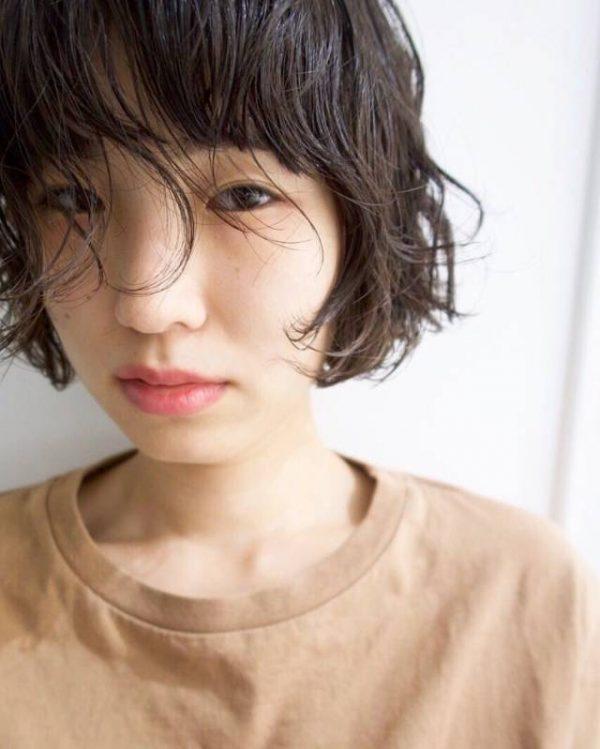フレンチテイストの黒髪×ミニボブヘア