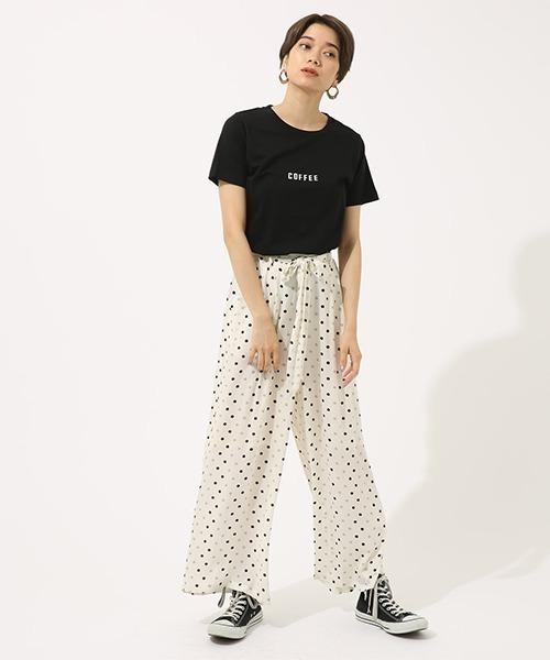 ロゴTシャツ×ワイドパンツ