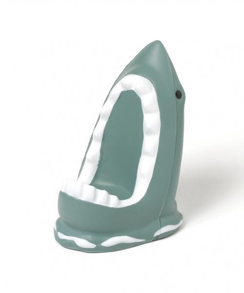 おしゃれなサメのデザインのスマホスタンド