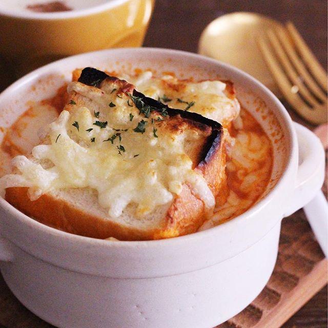 パン入りのトマトグラタンスープ