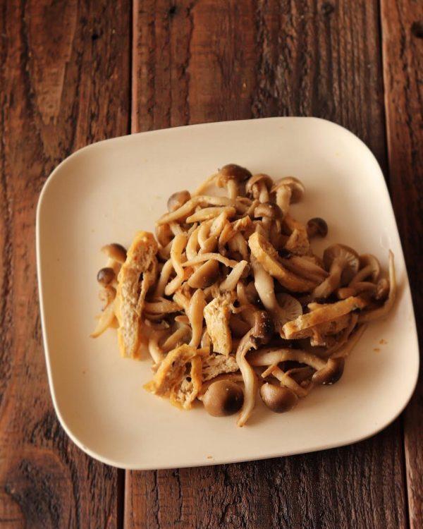 美味しい簡単副菜のしめじと揚げのごま酢和え