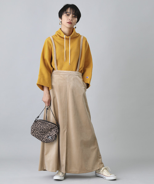 秋 オレンジスウェット×ベージュロングスカート