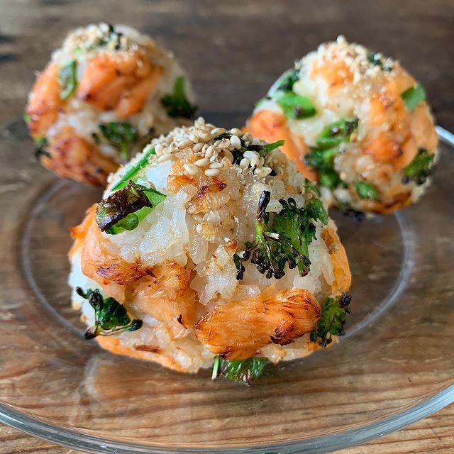 美味♡鮭とブロッコリーの焼きおにぎりレシピ