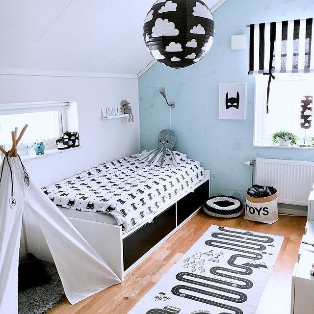 子供部屋カーテンに◎草木やストライプ柄の白色