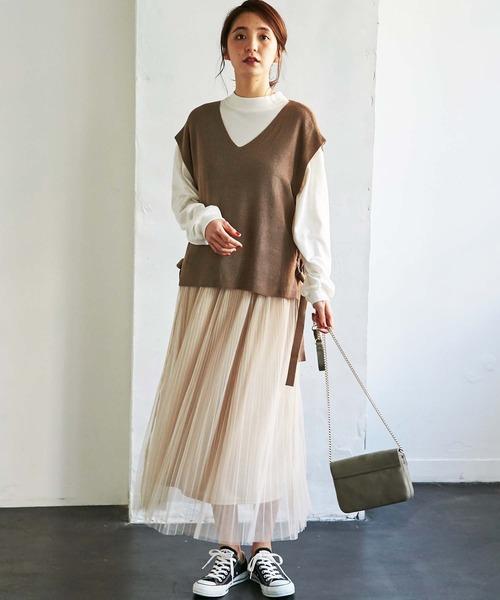 春 ブラウンベスト×ベージュロングスカート
