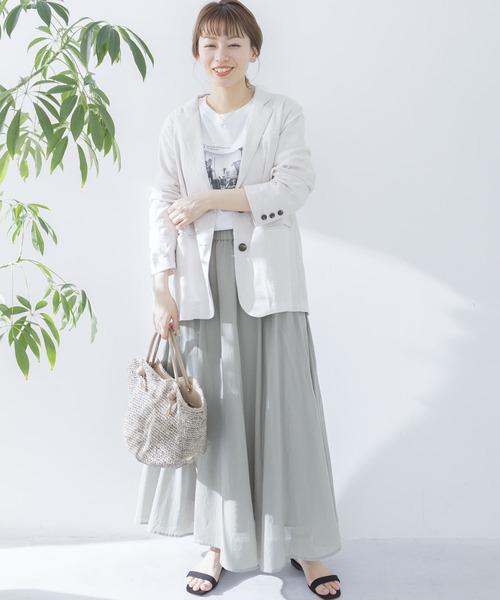 白ジャケット×マキシベージュスカート