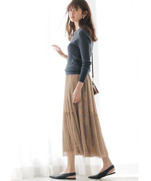 秋 ネイビーニット×ベージュロングスカート