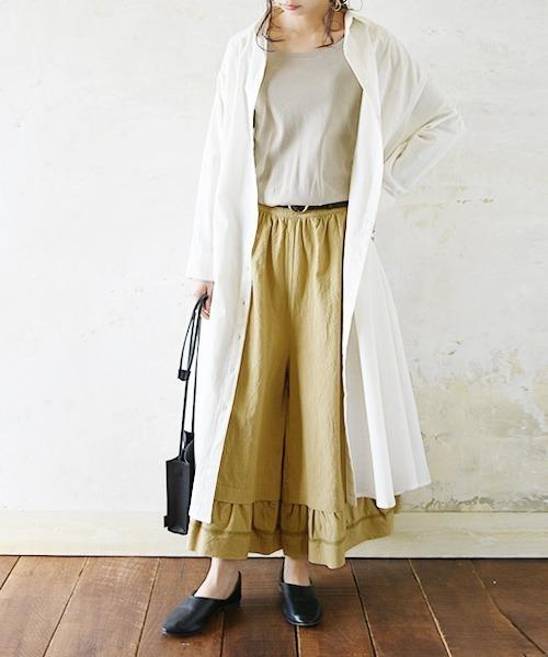 白ロングシャツ×ベージュガウチョコーデ