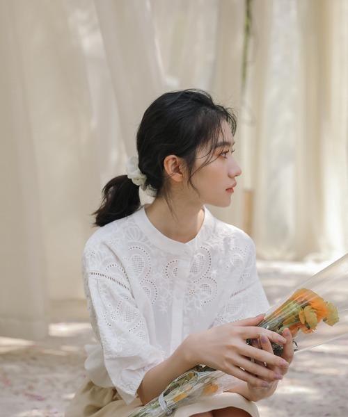 【emi+】刺繍スタンドカラーブラウス