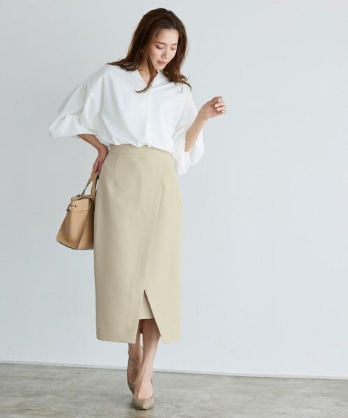 春 白ブラウス×ベージュロングスカート
