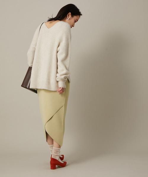 白ニット×変形ベンツベージュスカート