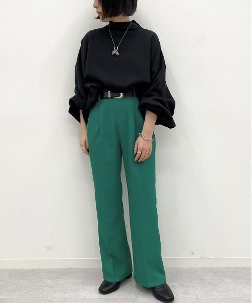 黒ブラウス×緑パンツの30代秋コーデ