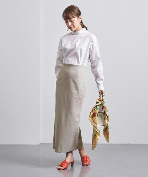 白ブラウス×タイトベージュスカート