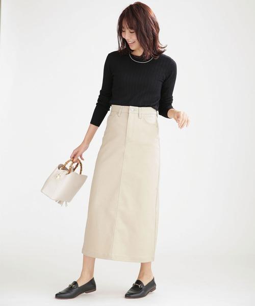 シンプルトップス×タイトスカート
