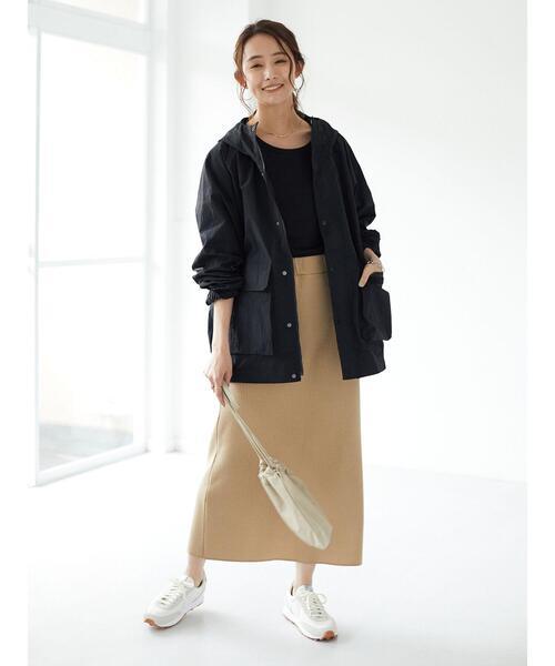 秋 マウンテンパーカー×ベージュロングスカート