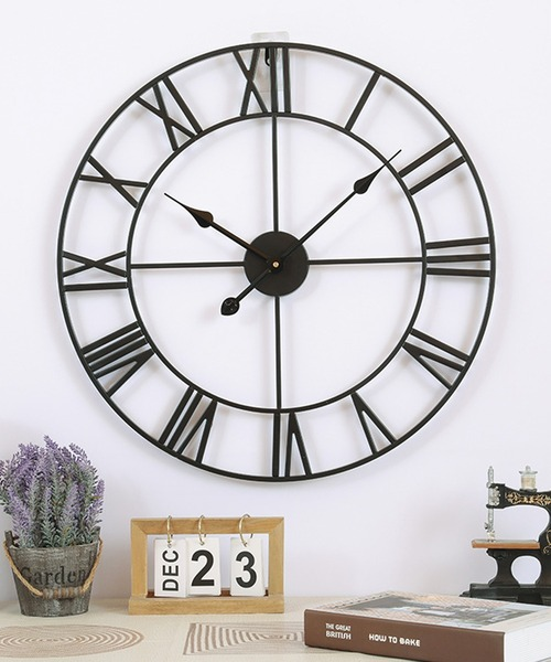 一人暮らしの男性に大人デザインの壁掛け時計
